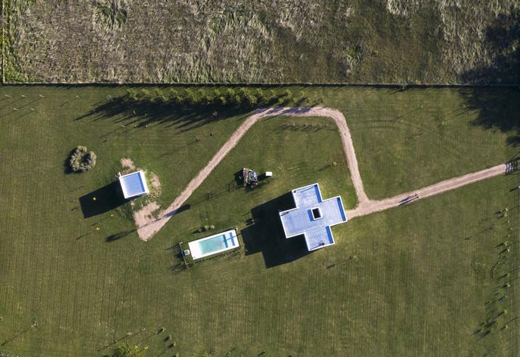 Estrategias de implantación y relación con el entorno: 20 casas argentinas vistas desde arriba, Casa Z / Laura Zink. Image © Javier Agustín Rojas