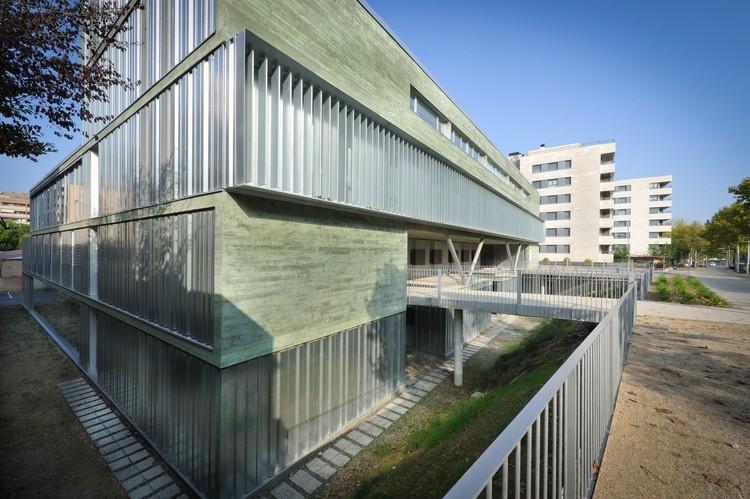 "Centro de Atención Primaria ""11 de Setembre"" / Mejón Arquitectura, © Jordi Bernadó"