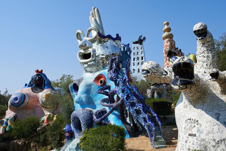 The Fantastic Architecture of Niki de Saint Phalle, Tarot Garden / Niki de Saint Phalle. Garavicchio, Italy. Image © Peter Granser/2021 Fondazione Il Giardino Dei Tarocchi