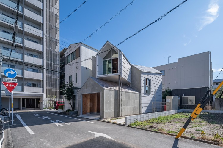 House in Komabacho / Maki Yoshimura Architecture Office | MYAO, © Tololo Studio