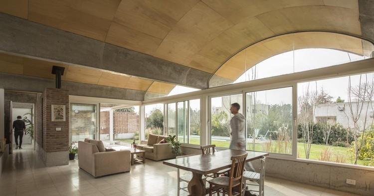 Interiores com abóbadas: 21 projetos que fogem do óbvio, Casa Rodney / BAAG. Foto Cortesia de BAAG