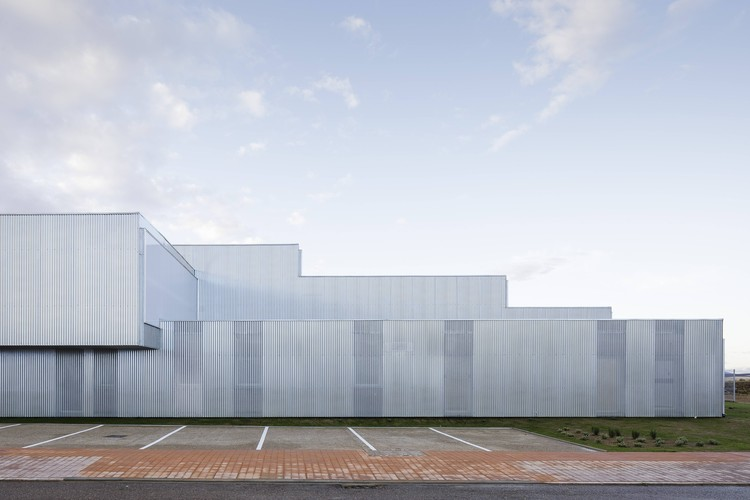 Brigadas & Promedio Centro Industrial Building / Estudio Arquitectura Hago, © Fernando Alda