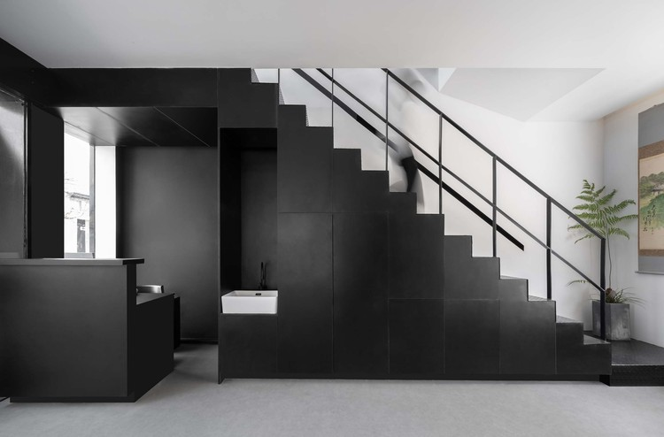 1F receptio area and stairs. Image © Enlong Zhu
