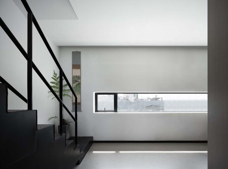 south side window. Image © Enlong Zhu