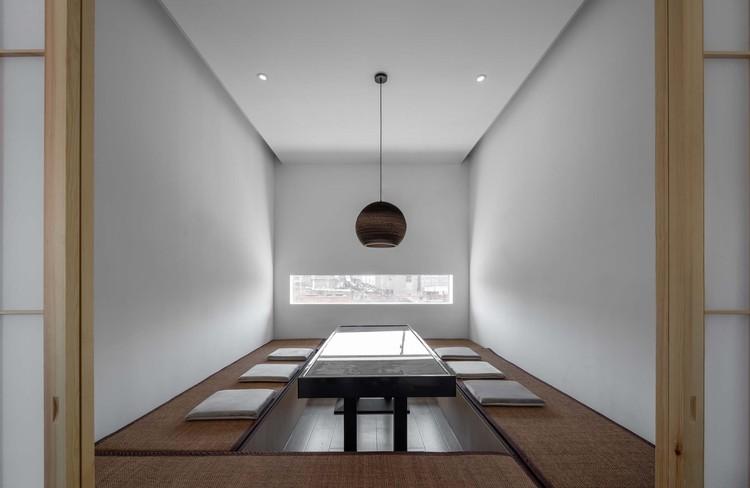 tea room along southern river. Image © Enlong Zhu