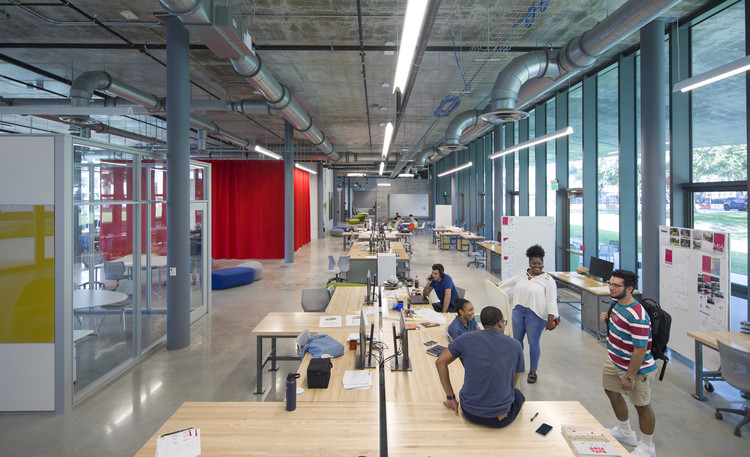 O edifício como professor: 13 faculdades e escolas de Arquitetura e Urbanismo, Escola de Arquitetura da Universidade de Miami / Arquitectonica. Foto: © Robin Hill