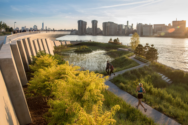 Hunter's Point South Waterfront Park / Weiss / Manfredi.  Image © David Lloyd