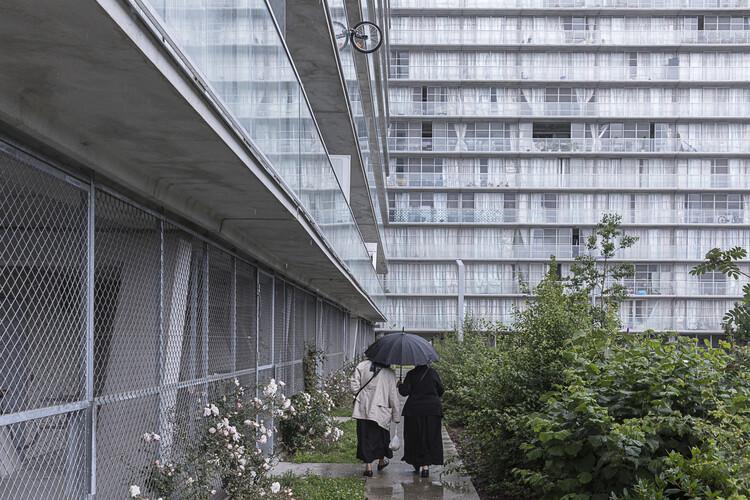Arquitetura, não imagem: Lacaton & Vassal e o Prêmio Pritzker, Transformação de 530 unidades habitacionais de Lacaton & Vassal. Foto: © Laurian Ghinitoiu