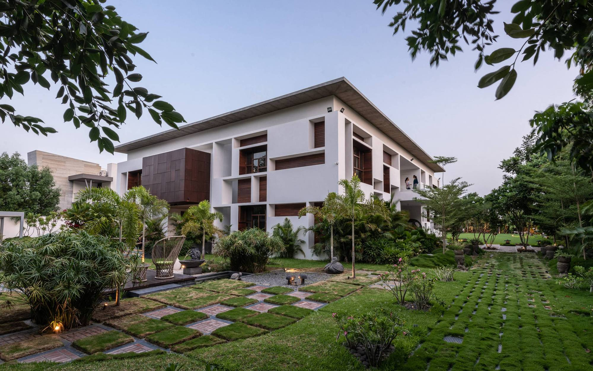 The Courtyard House / Associated Architects