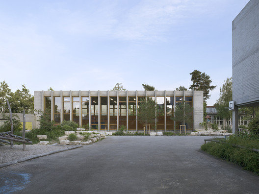 Gymnasium and Swimming Hall Vogelsang / MET Architects