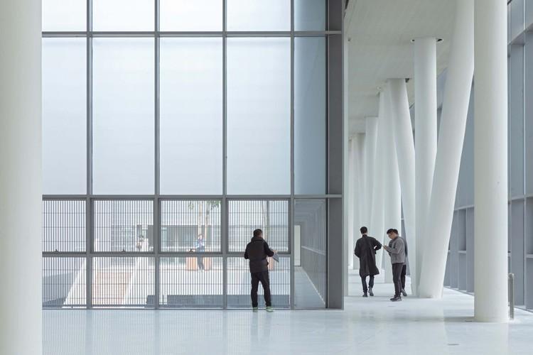 Interior of Rooftop Gallery. Image © Shengliang Su