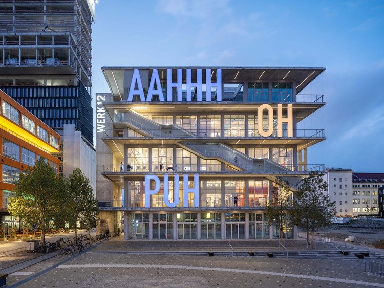Arquitetura e comunicação: letras e símbolos como elementos de projeto, WERK12 / MVRDV + N-V-O Architekten. © Ossip van Duivenbode
