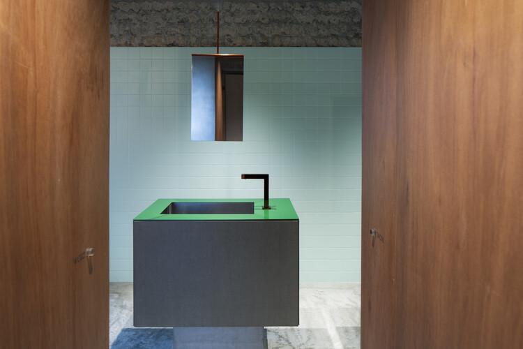 Kyoto St. Catherine High School Restroom / Atelier Satoshi Takijiri Architects, © Kiyoshi Nishioka