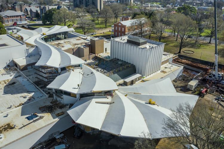 Se completa la construcción de la cubierta del Museo de Bellas Artes de Arkansas diseñada por Studio Gang, Vista aérea del techo. Imagen © Timothy Hursley