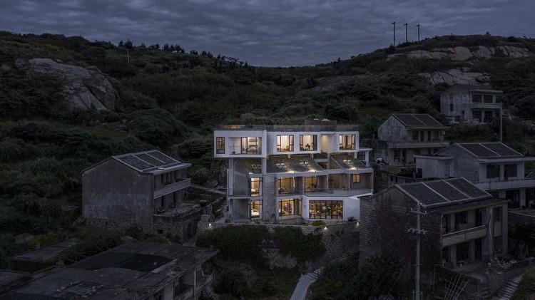 Zenstay Boutique Hotel / Zen-In Architects, aerial night view. Image © Weiqi Jin