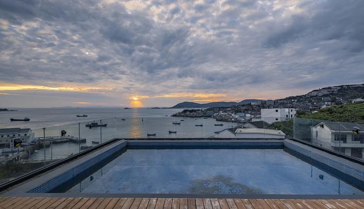 rooftop swimming pool. Image © Weiqi Jin