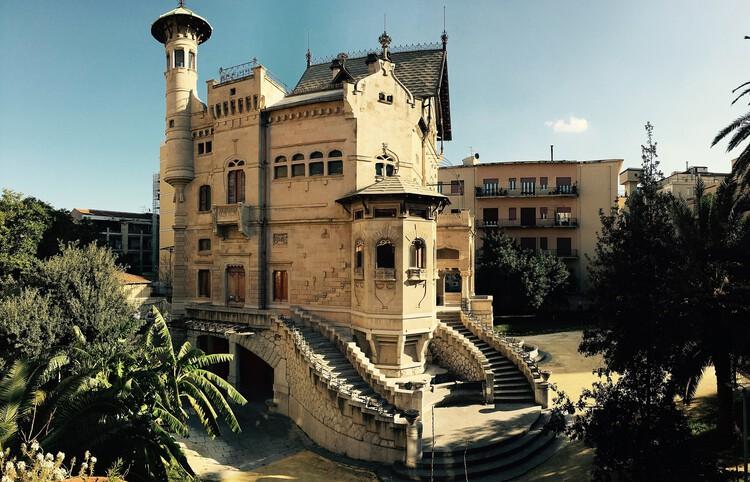 Como o Art Nouveau influenciou a arquitetura italiana, Villino Florio, em Palermo. Edifício no estilo liberty, combinando elementos medievais, barrocos, nórdicos e contemporâneos. Obra do arquiteto Ernesto Basile. Créditos: GiuseppeT em Wikimedia Commons
