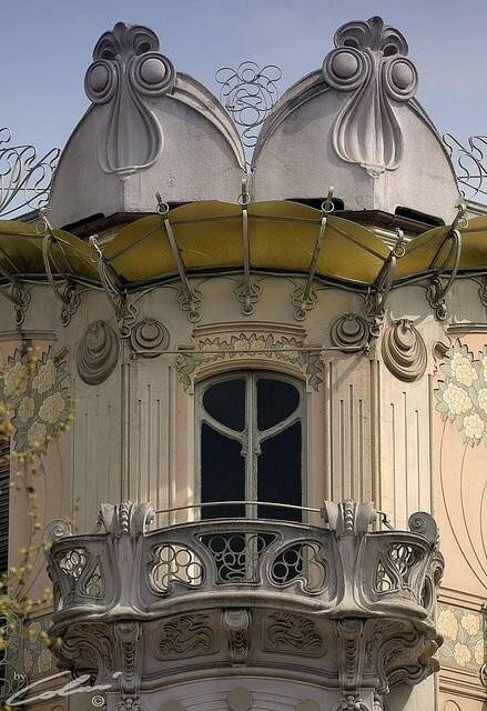 "Fenoglio -""La Fleur"", em Torino. Obra do arquiteto Pietro Fenoglio. Créditos: micio.macho em flickr"