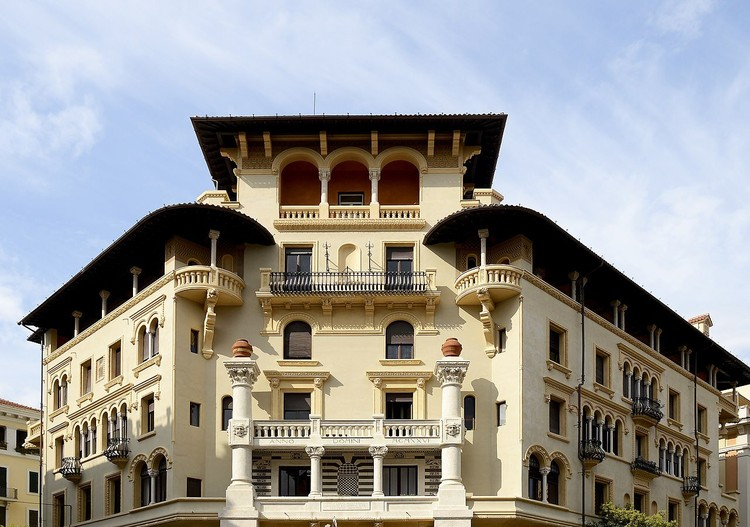 Piazza Mincio, Quartiere Coppedè, Trieste, Roma. Créditos: Livioandronico2013 em Wikimedia Commons