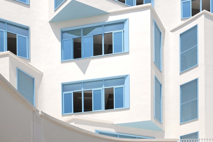 facade. Image Courtesy of Fusion Architects