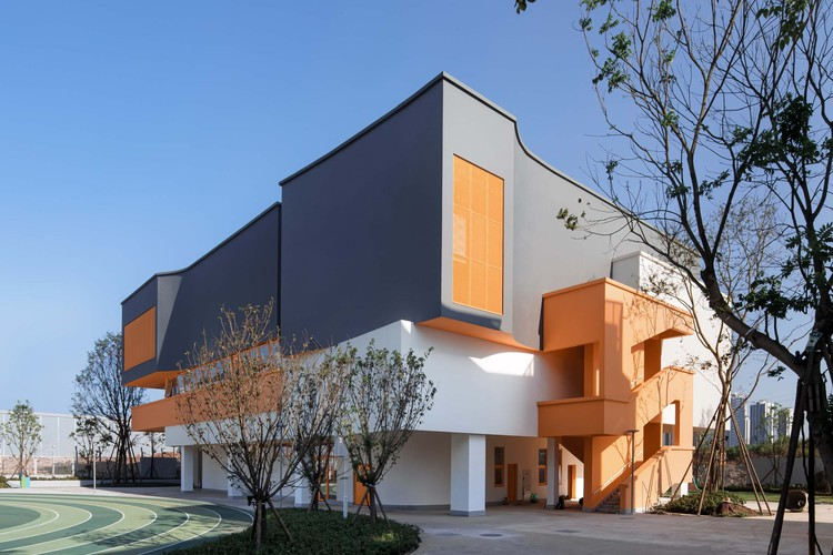 school stadium and multi-functional room. Image © Arch-Exist