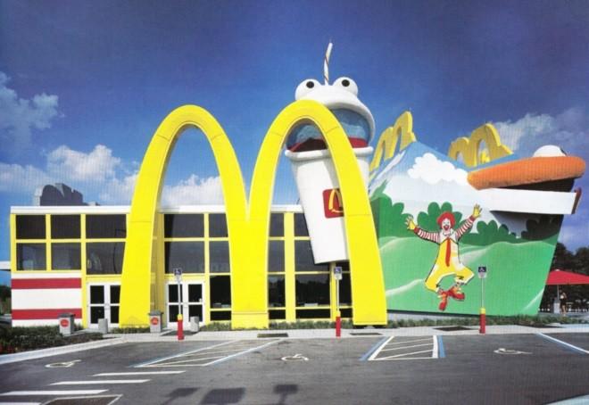 El diseño de una comida feliz: Lo que nos dice McDonald's sobre experimentación arquitectónica, McDonalds diseñado por Robert Venturi y Denise Scott Brown en Lake Buena Vista, Florida. Imagen © Robert Venturi y Denise Scott Brown