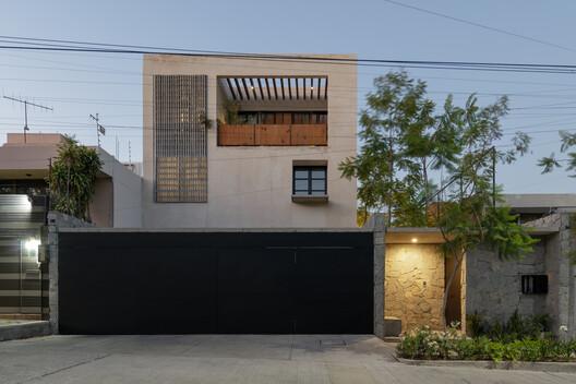 Casa Jacarandas  / C3 Arquitectos