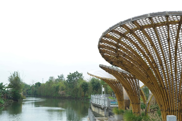harmonious unity of building materials and village environment. Image © Li Chen
