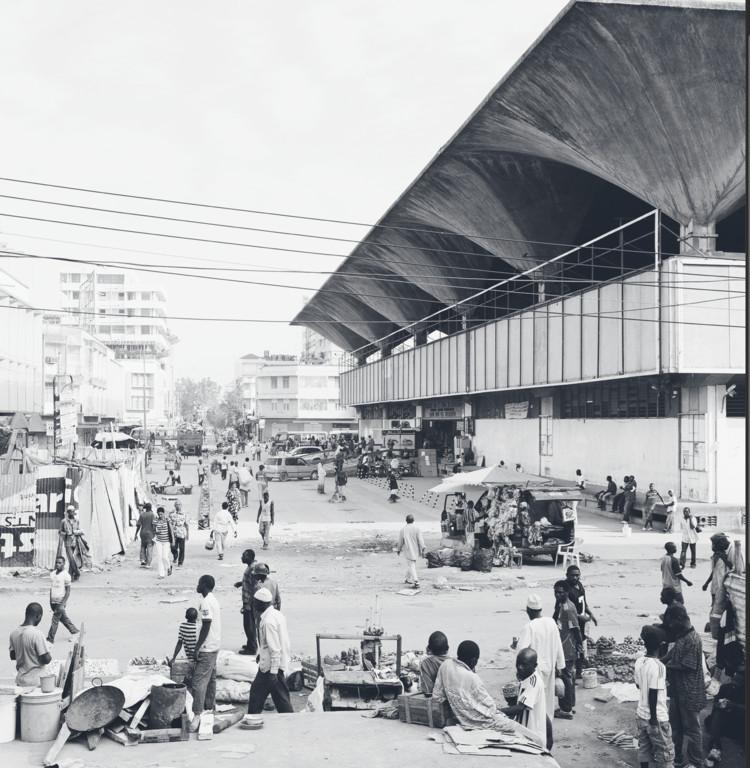 Exterior view of Kariakoo Market. Image © Annika Seifert