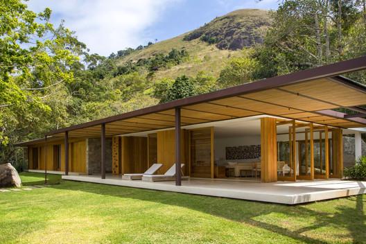 Casa Indah / Siqueira + Azul Arquitetura