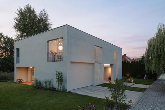 Casa M7 / MFRMGR Architekci
