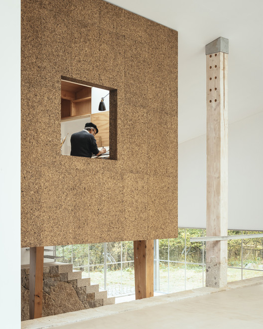 Applying Exposed Cork in Interior Architecture, Art Barn / Thomas Randall-Page. Image ? Jim Stephenson