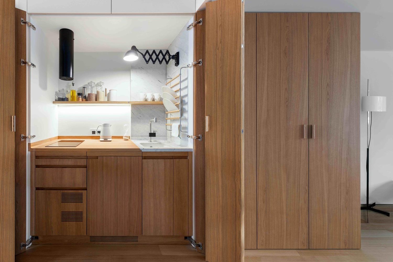 Thiết kế khéo léo che giấu căn bếp để tiết kiệm diện tích cho ngôi nhà