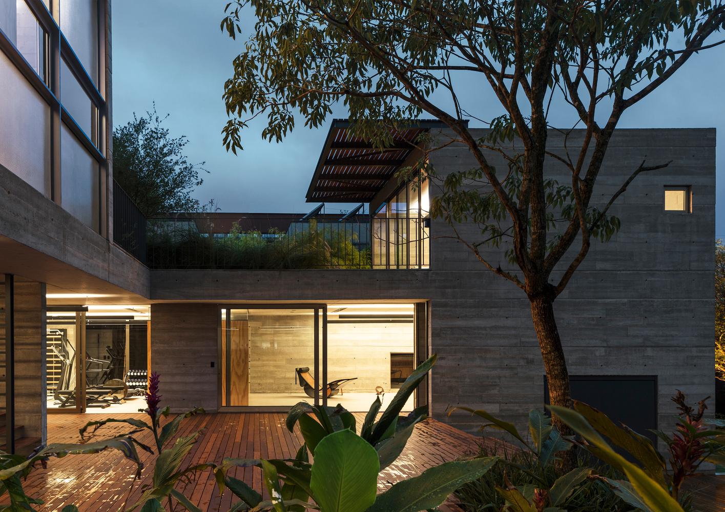 Leonardo Finotti 13 - Ấn tượng với kiến trúc của ngôi nhà được cải tạo mở rộng
