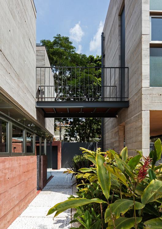 Leonardo Finotti 14 - Ấn tượng với kiến trúc của ngôi nhà được cải tạo mở rộng