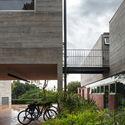 Leonardo Finotti 15 - Ấn tượng với kiến trúc của ngôi nhà được cải tạo mở rộng