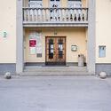 Zadružni center v Dobronjah.  Slika © Jana Joseph