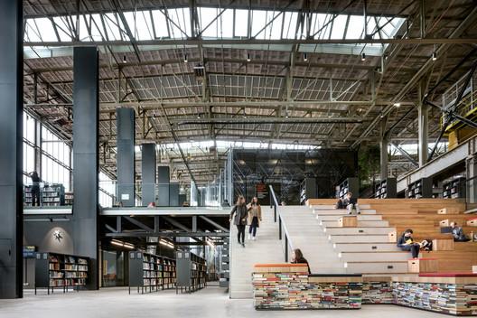 LocHal Public Library by Civic architects, Braaksma & Roos Architectenbureau, Inside Outside / Petra Blaisse - 2019 World Building of the Year. Photo © Stijn Bollaert
