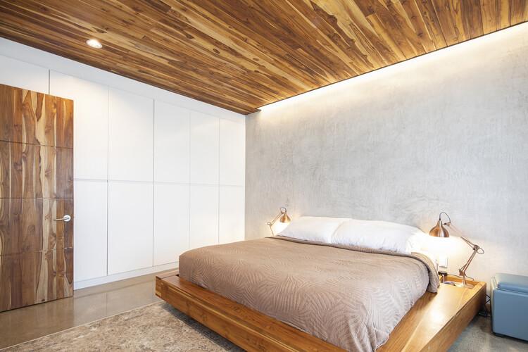 casamaru archdaily 17 - MARU House: Kiến trúc ấn tượng với những đường nét đơn giản và sự pha trộn vật liệu