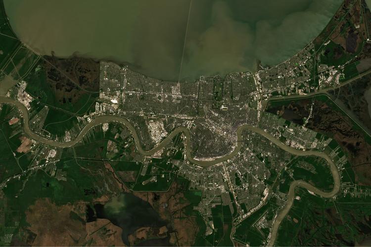 Nathaniel Rich sobre rehacer lo natural y vivir con incertidumbre, Nueva Orleans en Luisiana, Estados Unidos, y el lago Pontchartrain visto desde el espacio. Imagen © lavizzara | Shutterstock