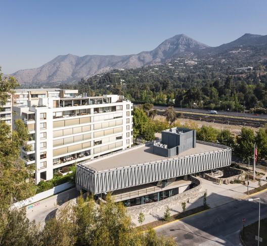 Edificio comunitario Vitamayor II / Juan Purcell