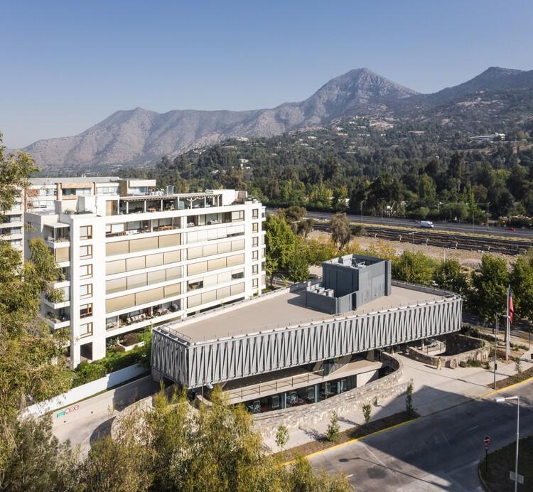 Edificio comunitario Vitamayor II / Juan Purcell, © Nico Saieh
