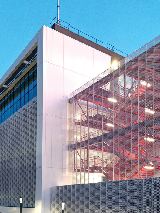 Structurally Integrated Metal Panel System for Building Façades