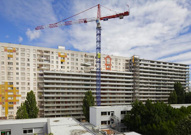 Antes de la renovación y adición del vidrio. Grand Parc in Bordeaux / Lacaton & Vassal. Image © Jordi García via EU Mies