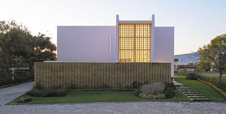 Casa casi rosa / Di Vece Arquitectos, © Jorge Silva