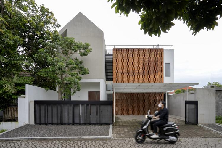 Griyoase House / Andyrahman Architect, © Mansyur Hasan