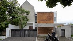 Griyoase House / Andyrahman Architect