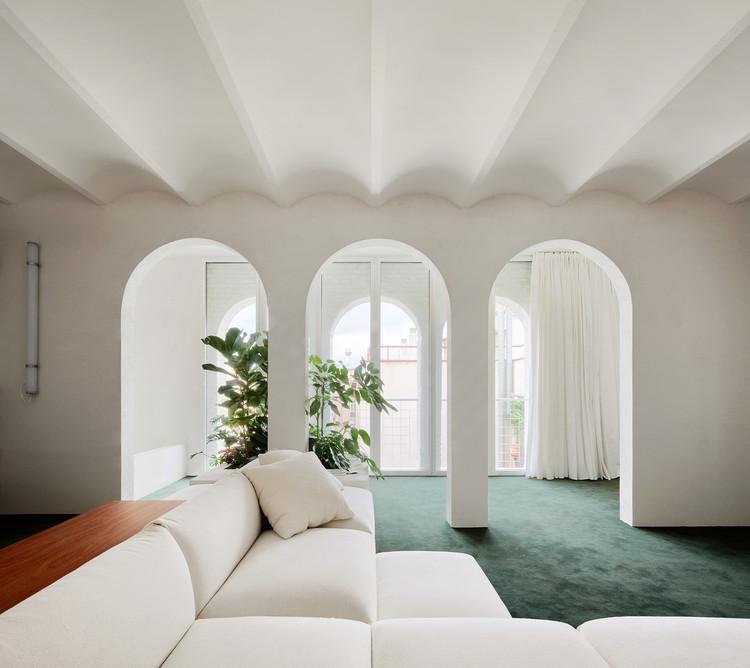 Arcos en el diseño de interiores: 26 proyectos que reimaginan la forma clásica, PENTHOUSE / P-M-A-A. Image © José Hevia