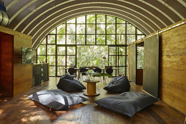 O uso de telhados curvos em 6 casas brasileiras, Casa ARCA / Atelier Marko Brajovic. Foto: © Victor Affaro