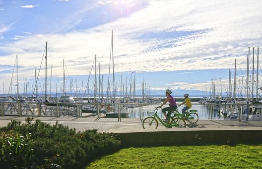 E-bike riders in Seattle, Washington. Image © Kenneth Loen